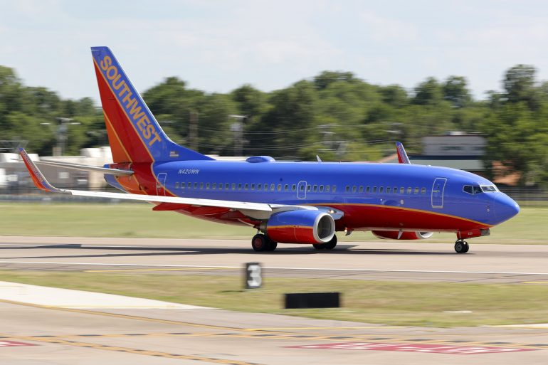 Southwest CEO announces pay cuts to avoid layoffs by 2021