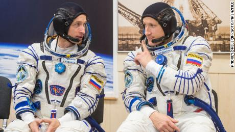Russian spacewalk helps build space station for new block