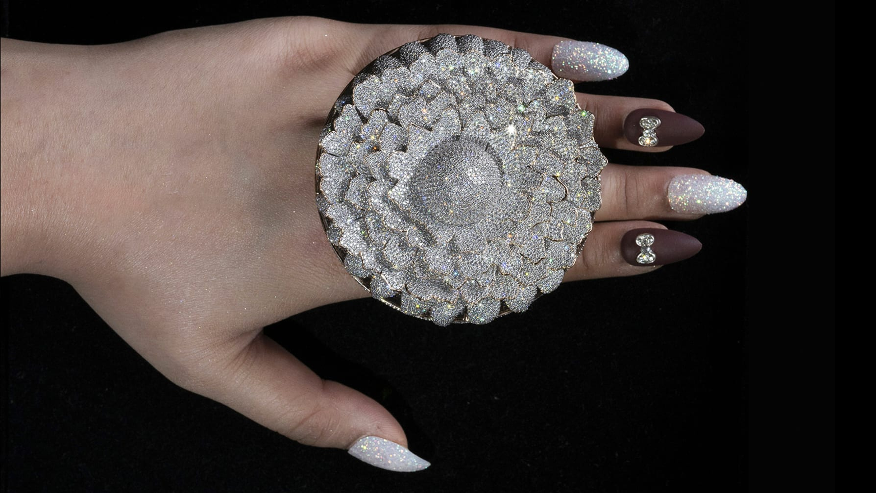Ring encrusted with 12,638 diamonds, which set a Guinness record