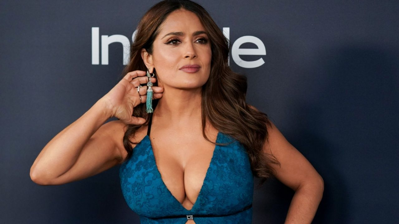 A little to the imagination: Salma Hayek shows her qualities in the sea and sighs on social media