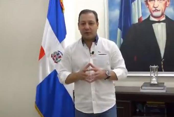Abel Martinez defends himself against alleged irregularities in the office of the mayor of Santiago