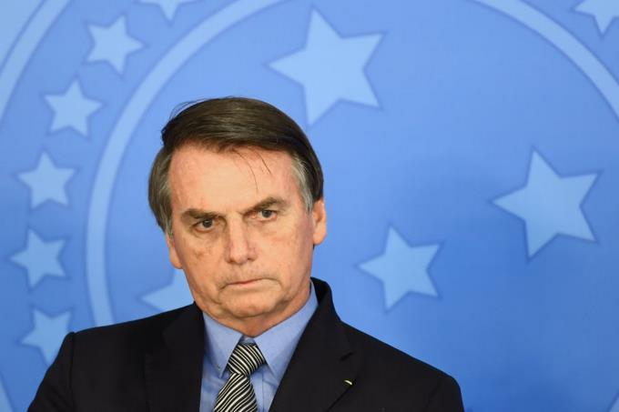 Bolsonaro insults the press after a report about millionaire spending on condensed milk