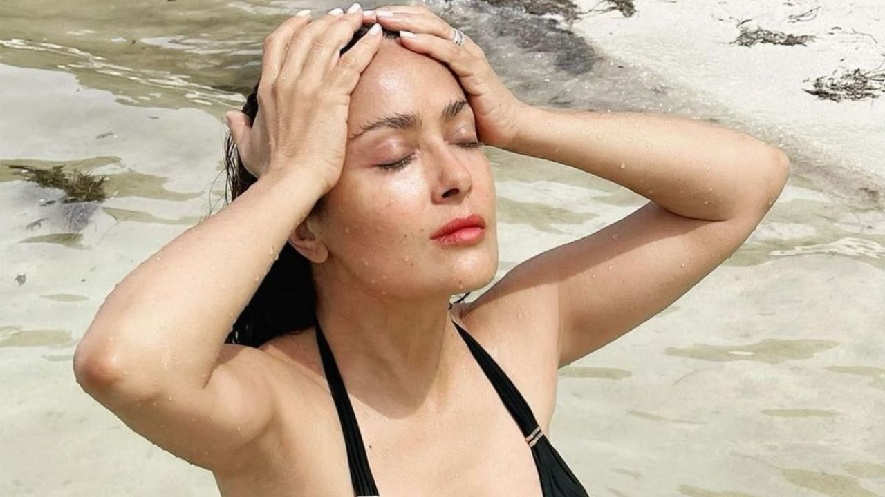 Salma Hayek fell in love with everyone at the beachfront