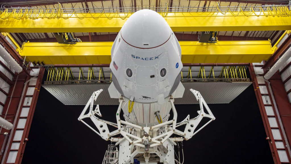 SpaceX4 is about to launch a flight with tourists
