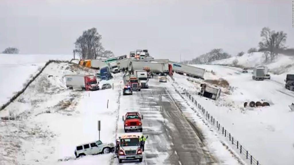 40 cars crash in Iowa state