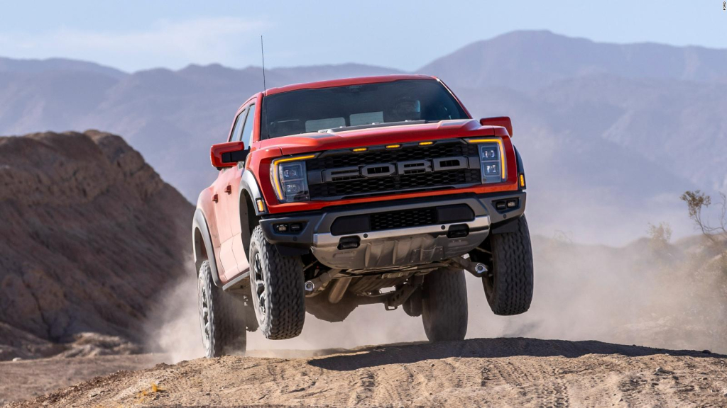 Check out Ford's new F-150 Raptor in action