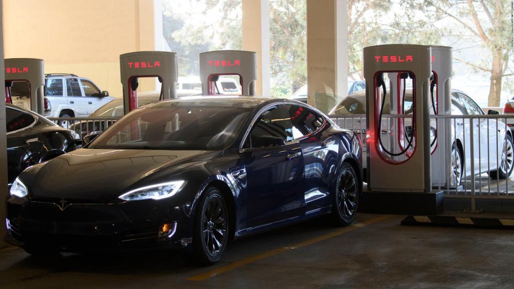 11 U.S. states save Tesla's business