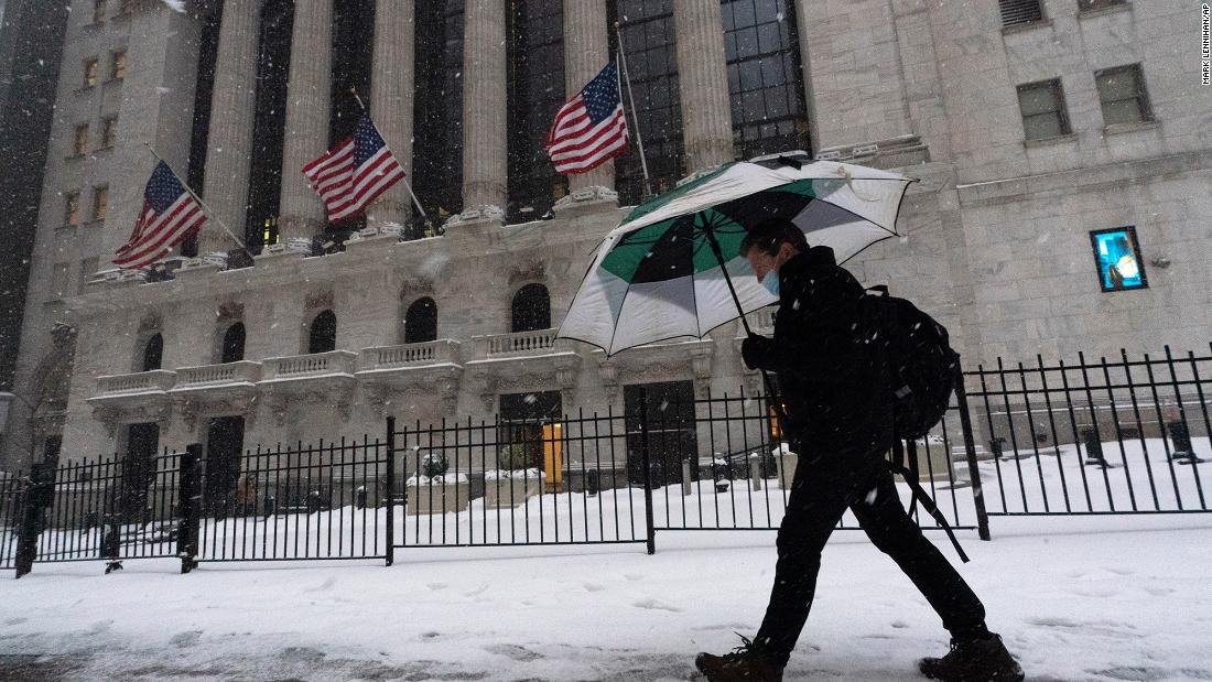 A powerful blizzard hits the east coast of the United States: minute by minute