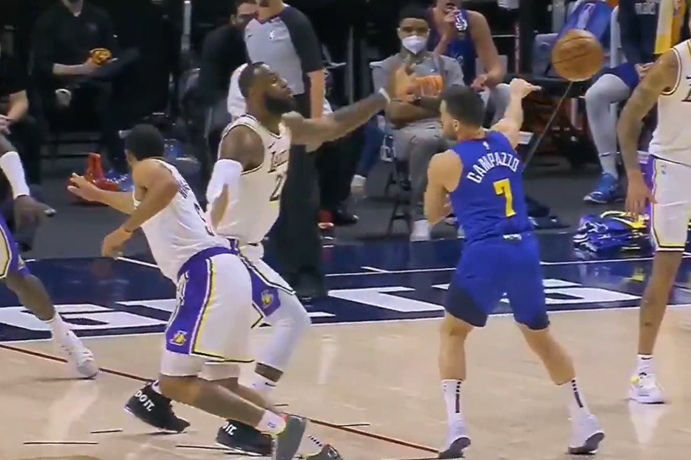 """Campazzo Show: """"No Look"""" pass against LeBron James and score in Denver's win over the Lakers"""