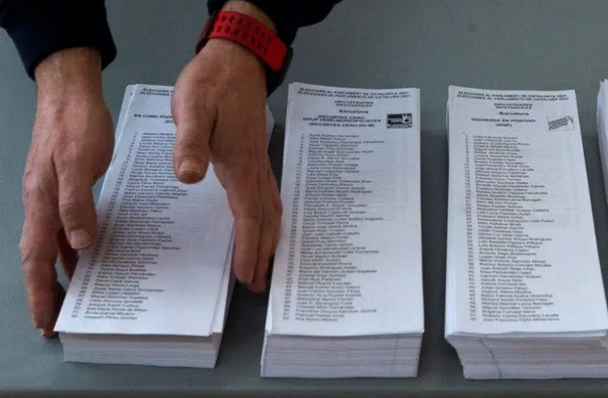 Catalans vote with independence as a background