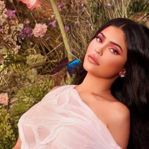 Kylie Jenner boasts divine curves with pants at the waist