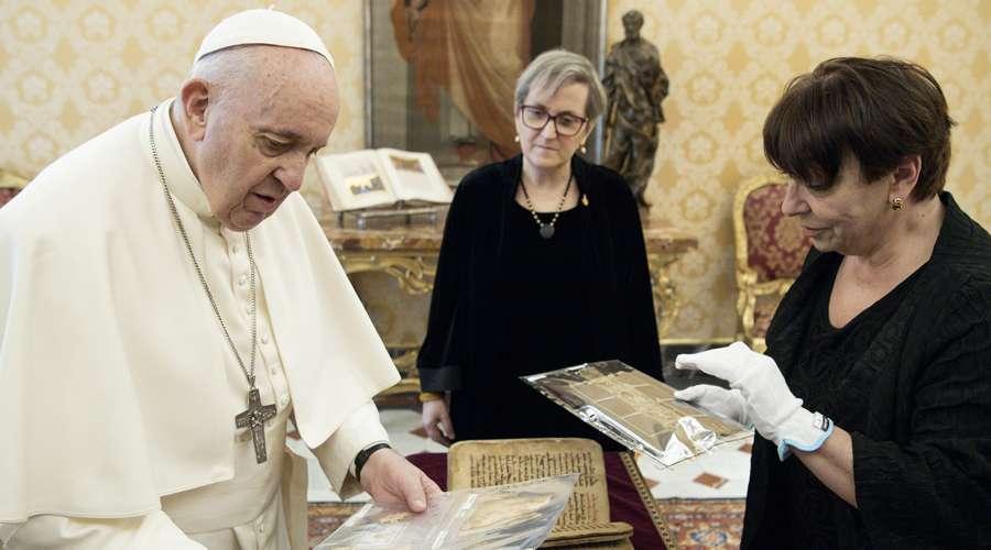 Pope Francis shows the Bible as Sidra from Qaraqosh, Iraq