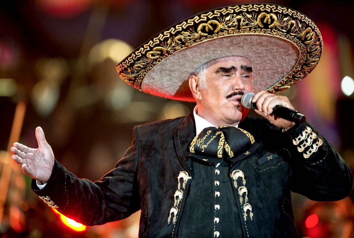 """Singer denounces being harassed by Vicente Fernandez and """"something more serious than that"""""""