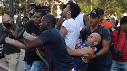 Cuban dictatorship increased the persecution and repression of independent artists (YAMIL LAGE / AFP)