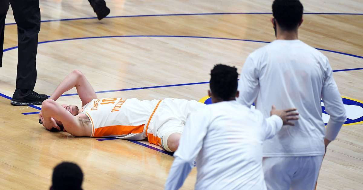 Brutal aggression in college basketball in the United States: He received an attachment and had to be hospitalized