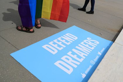 """A sign in defense of """"The dreamers"""" On a rally in Washington"""