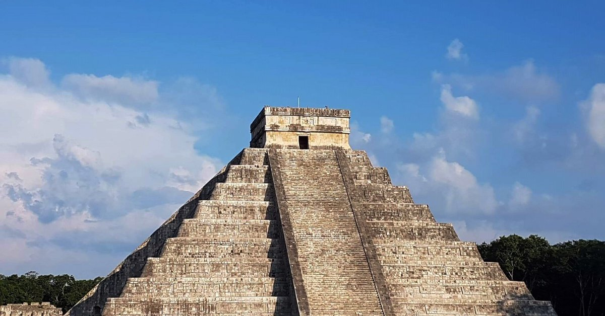 Wonder early in its day: How the Maya managed to make a snake descend on Chichen Itza at the appointed time in every equinox