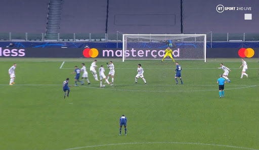 The five-time Ballon d'Or winner turned his back on Sergio Oliveira's free kick