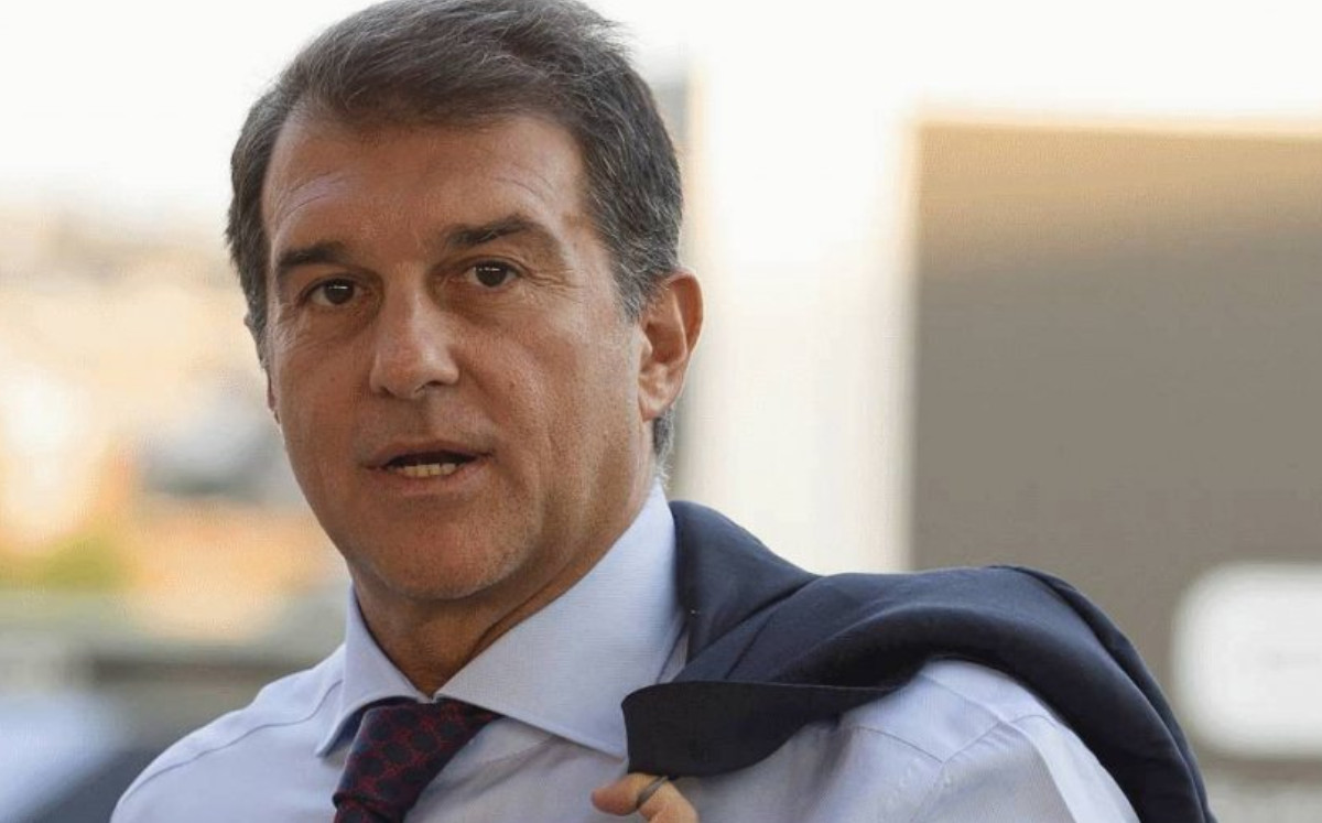 Follow the novel in Barcelona.  Laporta, Hours of Not Being President