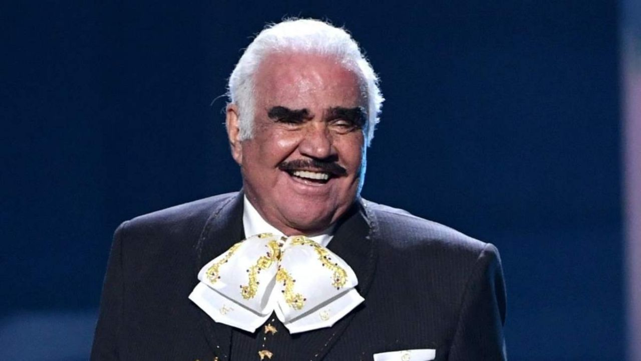 Vicente Fernandez welcomes the new member of his family