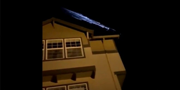 Viral: Illuminated objects in the Oregon sky of the United States are captured on video