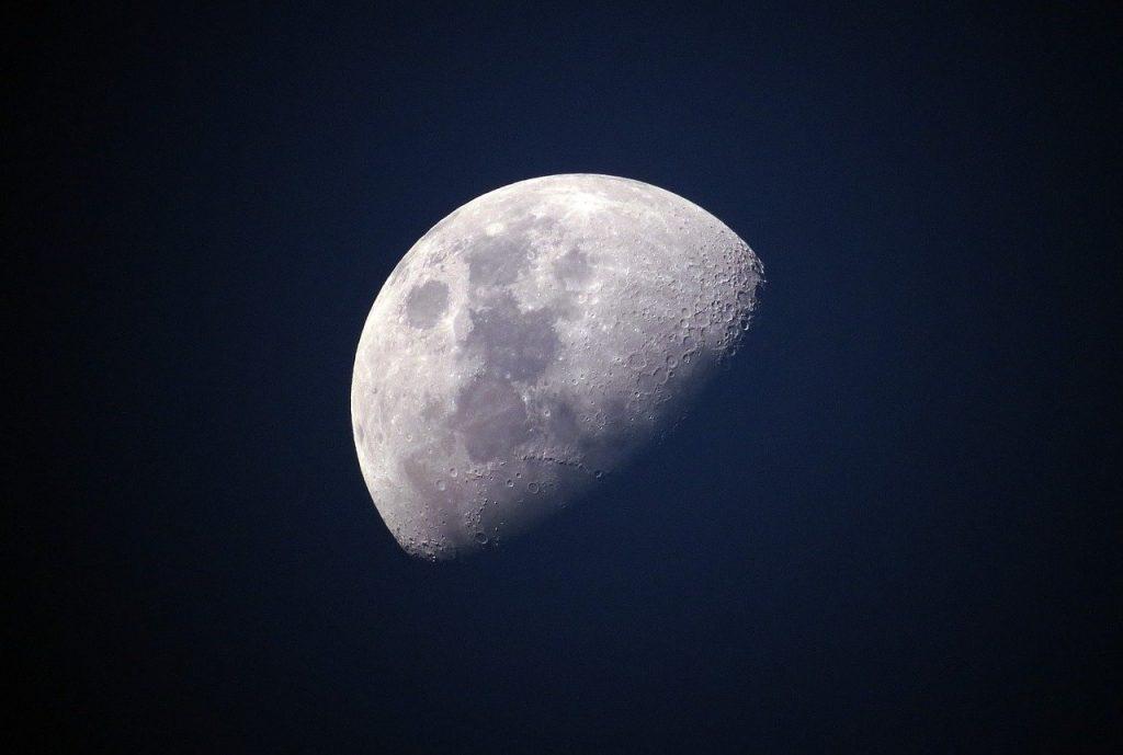 Orion considers lunar exploration again
