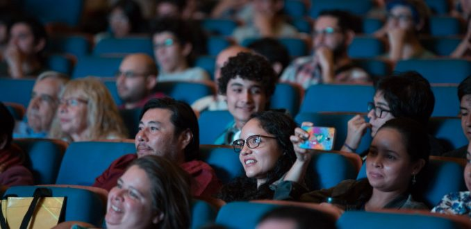 """Revolutionary theories on the universe and artificial intelligence demonstrated at the Puerto de Ideas Science Festival """"Diario y Radio U Chile."""""""