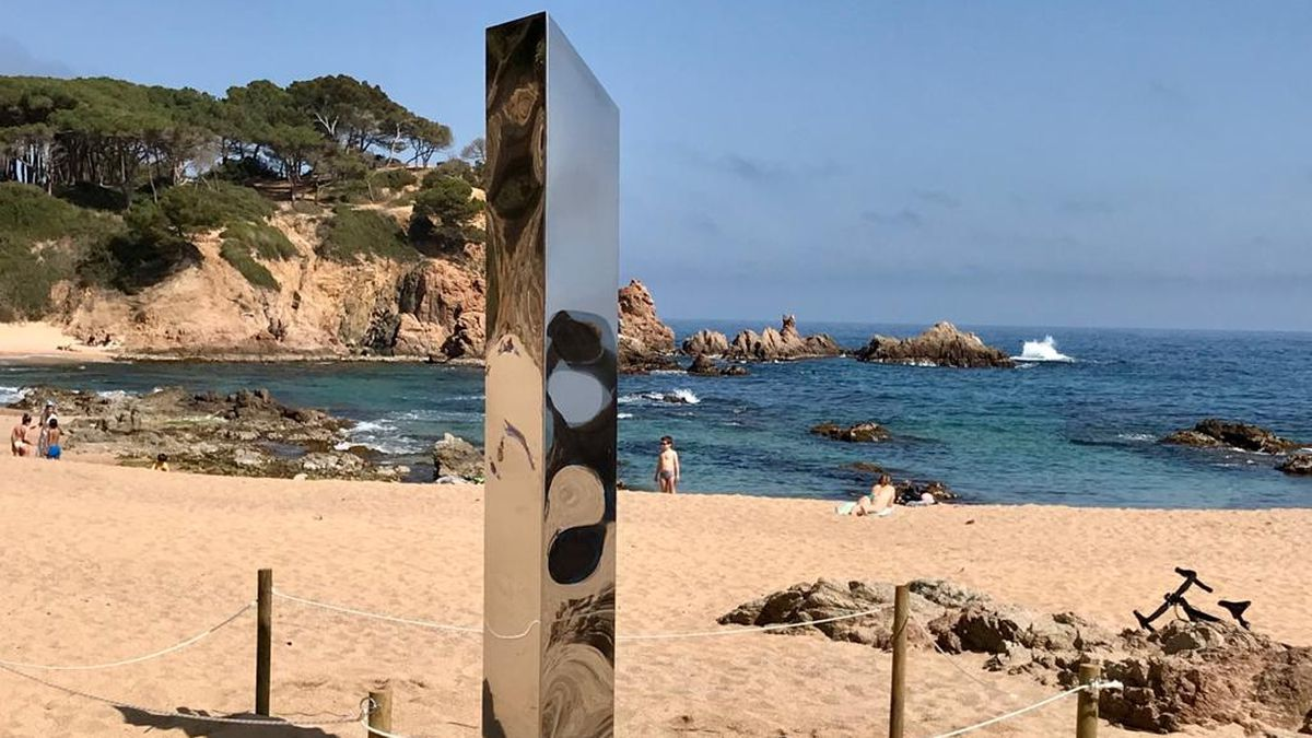 The monolith that appeared on the Costa Brava will be moved to a sculptural space after its vandalism  Catalonia