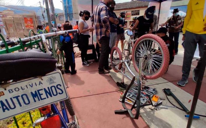 Critical Mass organizes the 'Biciferia', a space that encourages the use of bicycles as urban transportation – Cochabamba
