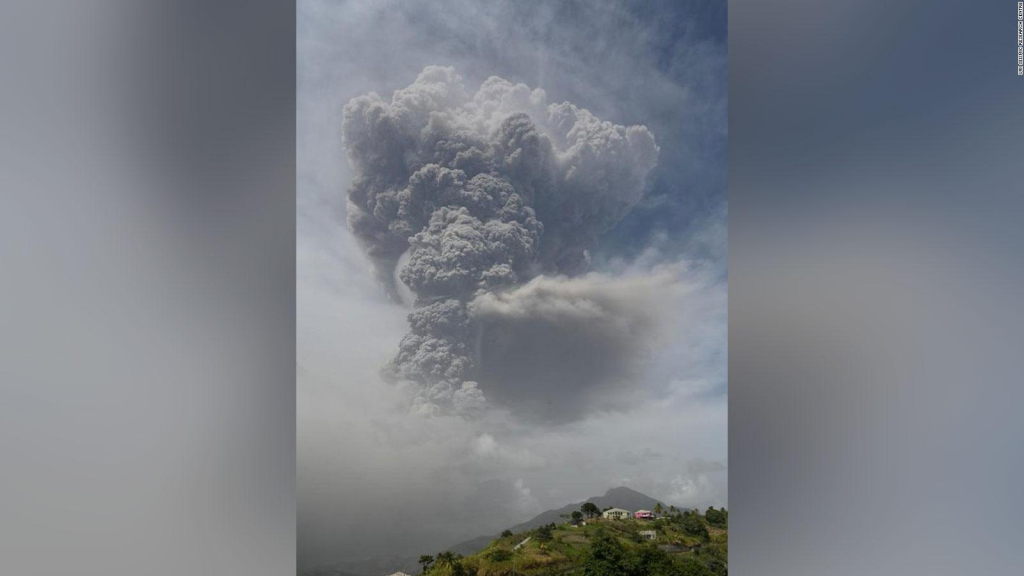 A volcano erupted on the island of San Vicente