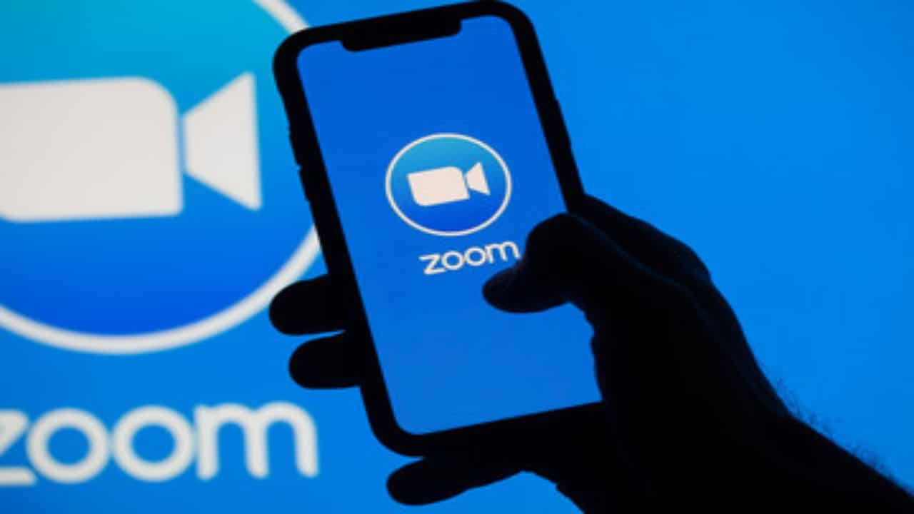 Hackers have discovered a flaw in the zoom that compromises your information