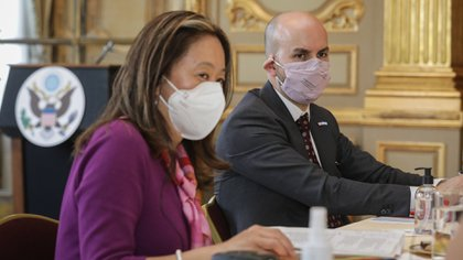Julie Chung, Acting Under Secretary of State for Western Hemisphere Affairs and Juan Gonzalez, Special Assistant to the President and Principal Director of the National Security Council for the Western Hemisphere, meet with reporters at the United States Embassy in Buenos Aires.  (Embassy of the United States in Argentina)