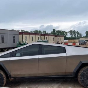 This is how Elon Musk arrived driving a Tesla Cybertruck truck to the factory where the car will be mass-produced