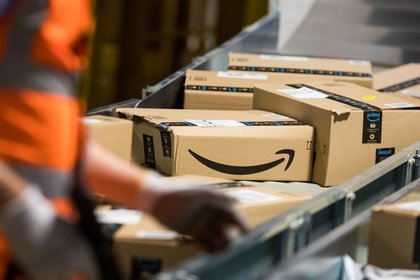 Amazon Distribution Center (Bloomberg)