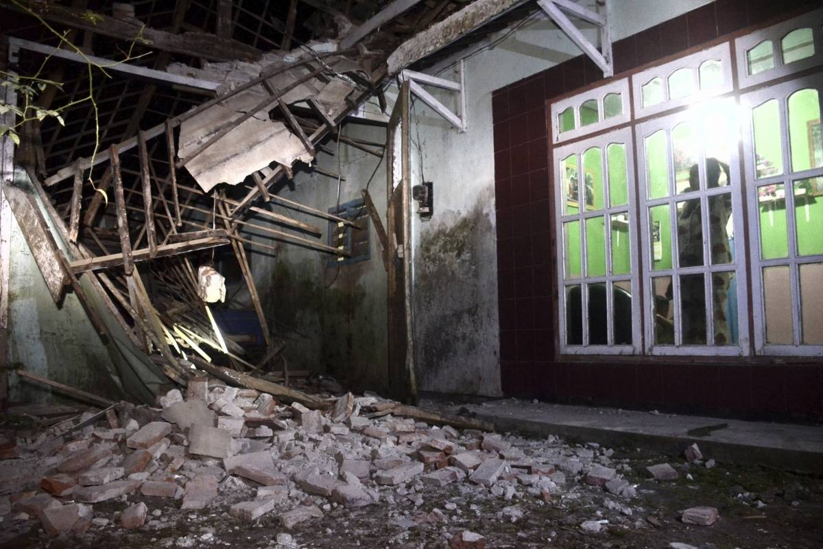 Eight killed in a strong earthquake in Indonesia