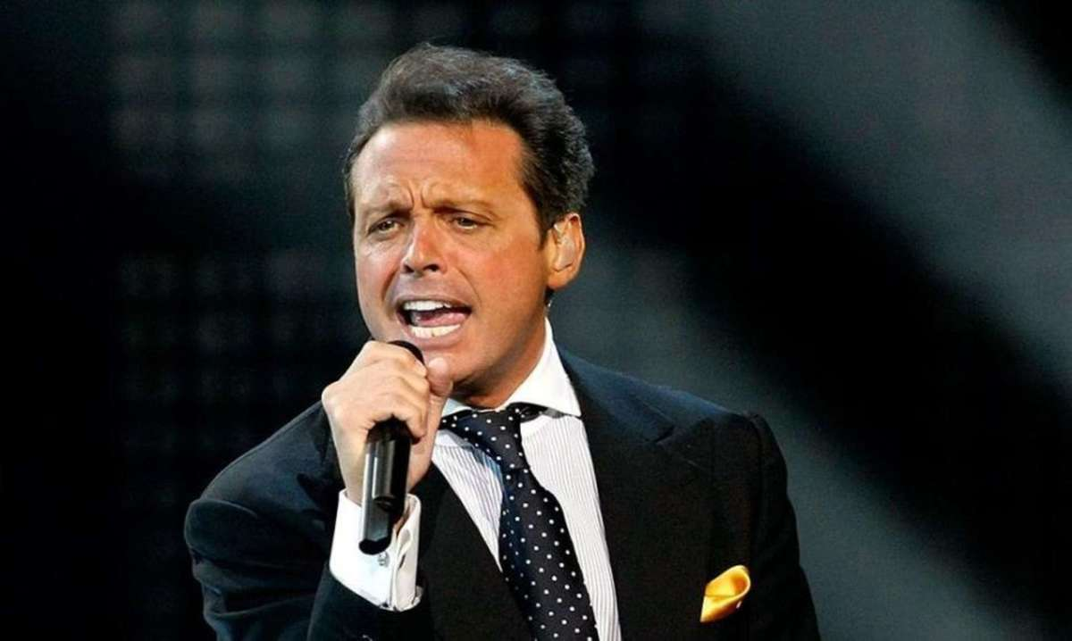 "Luis Miguel debuted on TikTok with the ""Hasta que me forget"" video."