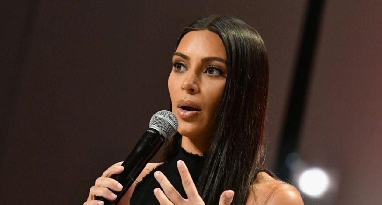 Study Kim Kardashian in a swimsuit under the sun!