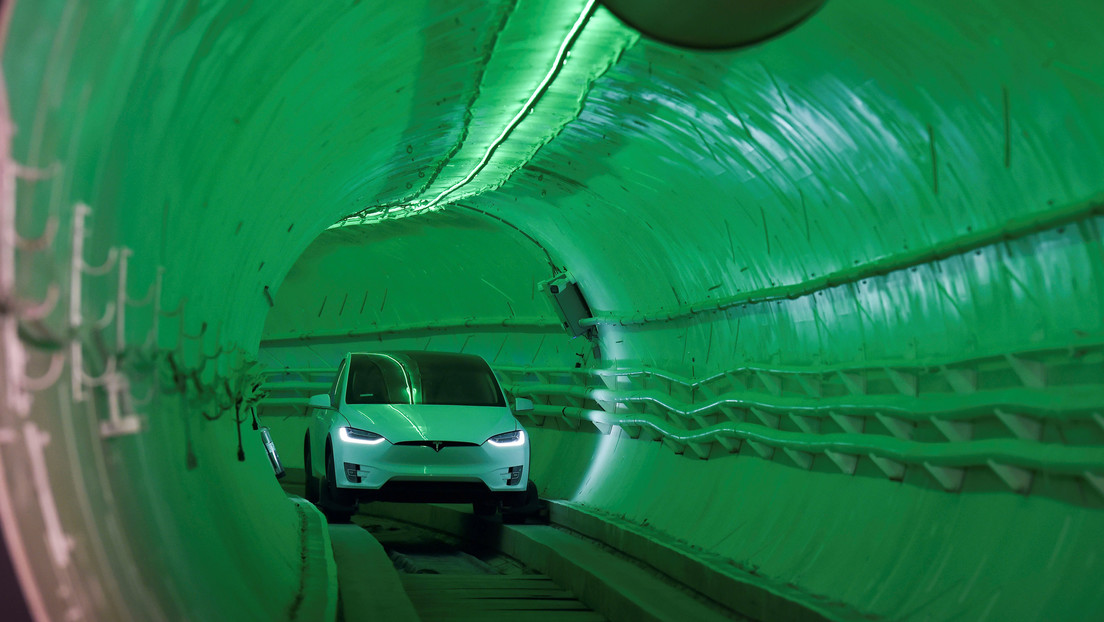 Tesla traveling at 50 km / h in a tunnel: first look at Elon Musk's underground transportation system in Las Vegas (VIDEOS)