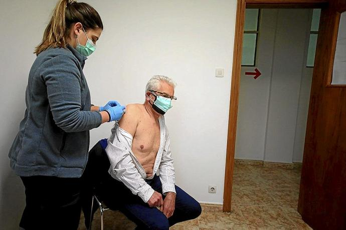 They ask not to call the health centers to set an appointment for the vaccine