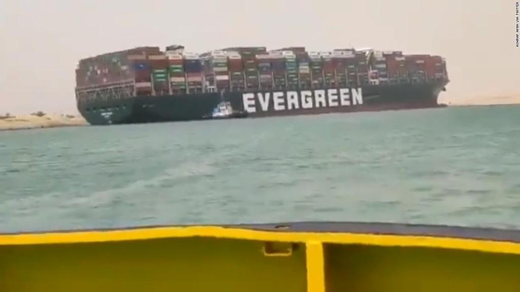 How did a huge ship shut down the Suez Canal?