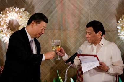Xi Jinping and Rodrigo Duterte