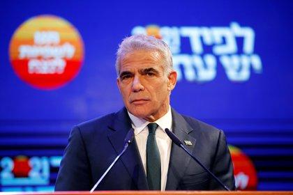 File photo: Yair Lapid in Tel Aviv on March 24, 2021. Reuters / Amir Cohen