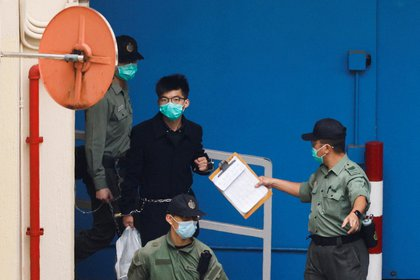 File photo: Pro-democracy activist Joshua Wong walks into a prison van to speak in court with other activists on charges of national security law in Hong Kong, China, on March 4, 2021. Reuters / Tyrone Yes