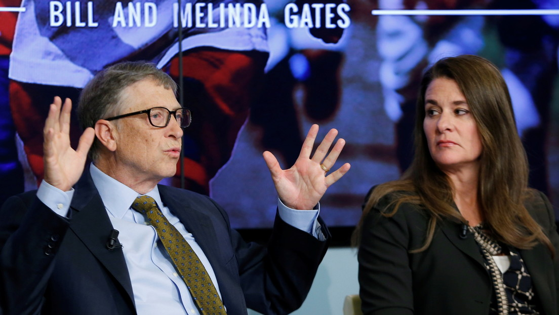 Bill and Melinda Gates sold all of their shares on Apple and Twitter before announcing the divorce