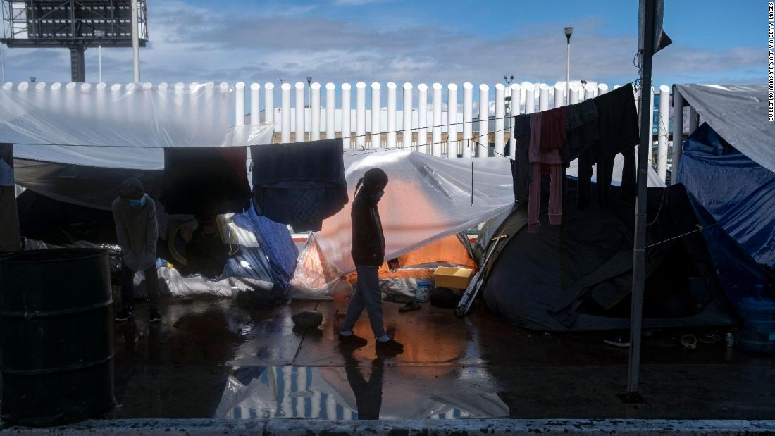 5 girls were abandoned on the southern border of the US