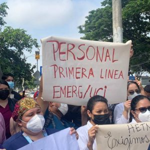 Health personnel sit-in at Teodoro Maldonado Carbo Hospital for job stability |  Society |  Guayaquil