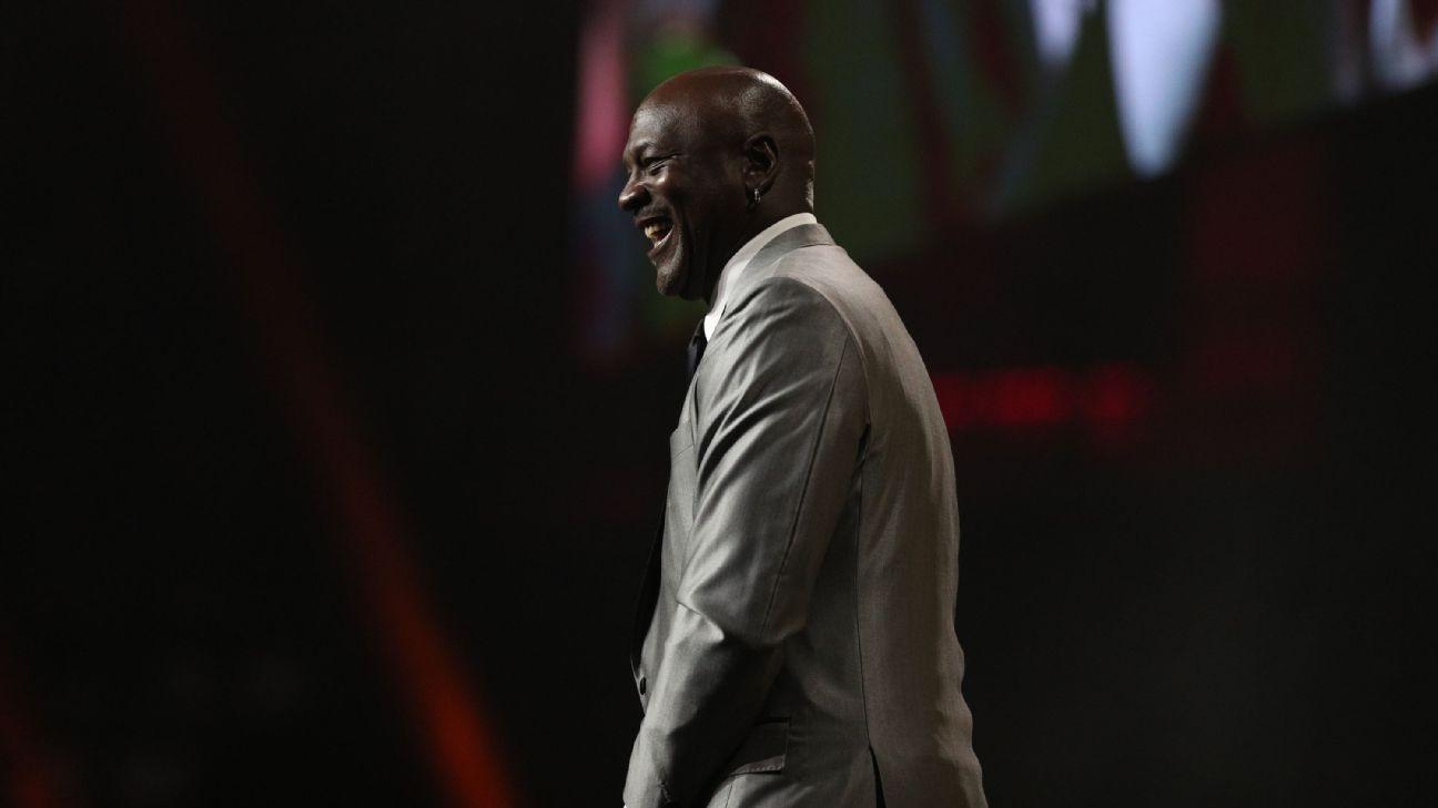 Michael Jordan donates $ 1 million to the School of Sports Journalism