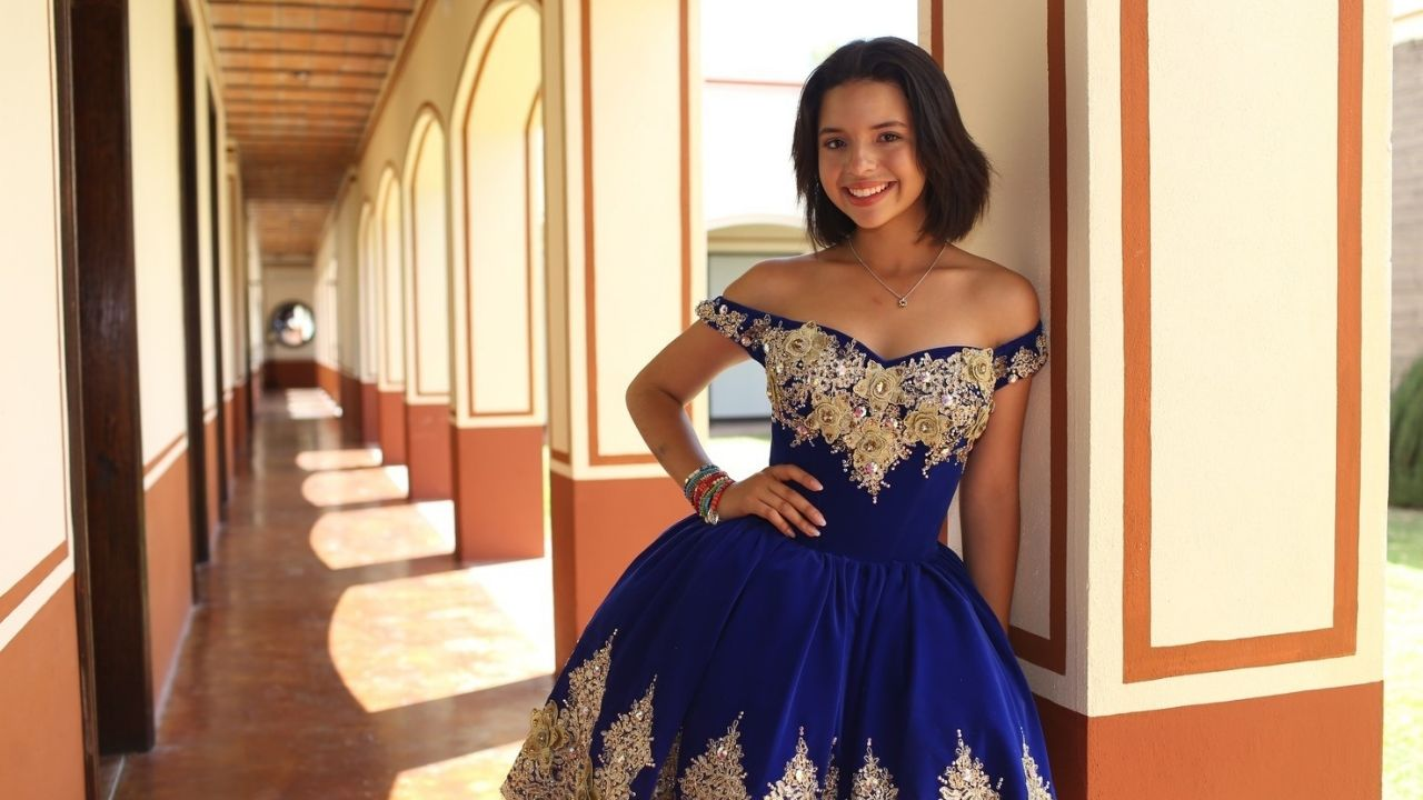 We explain who is the true father of Angela Aguilar