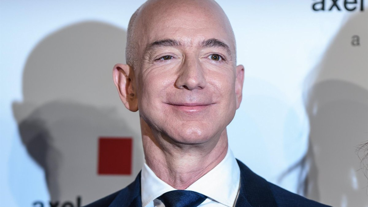 Jeff Bezos will go to space on his first flight with his Blue Origin rocket in July – Telemundo New York (47)