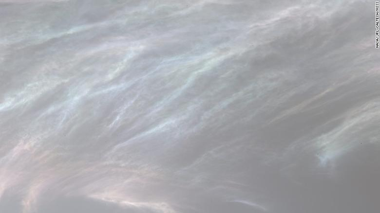 The Curiosity rover sees colorful contrasting clouds on Mars